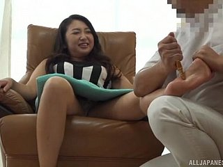Mature Asian beamy gloom MILF gets a legs together with pussy rub down